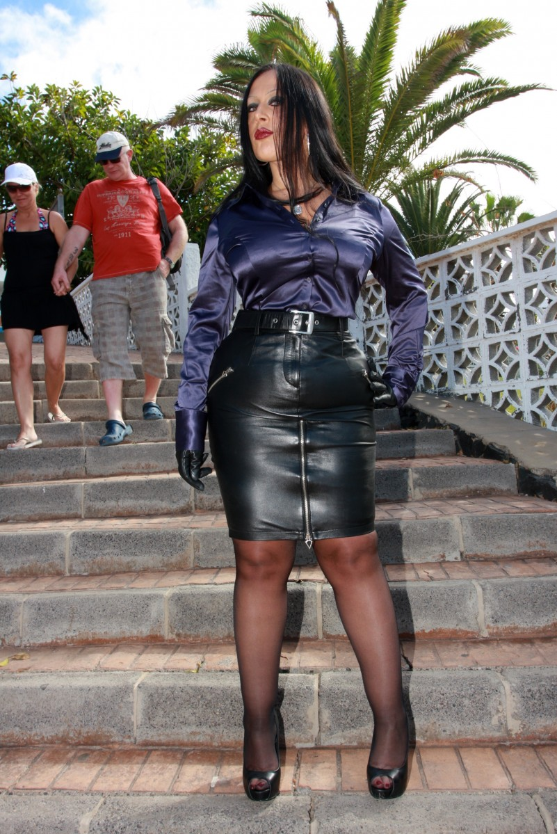 Tight Leather Skirt - Dress Ala