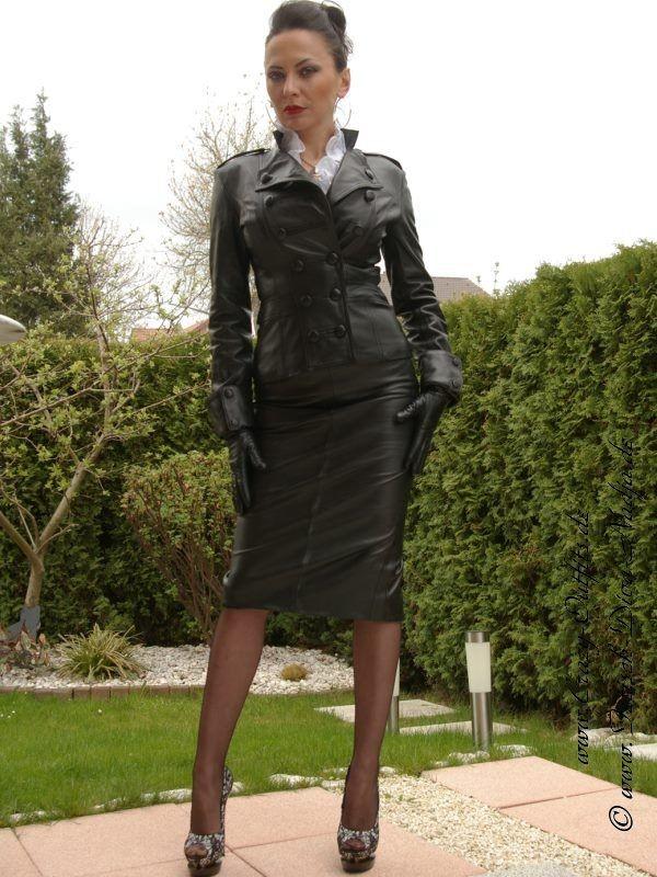 Ladies Suit Fashion